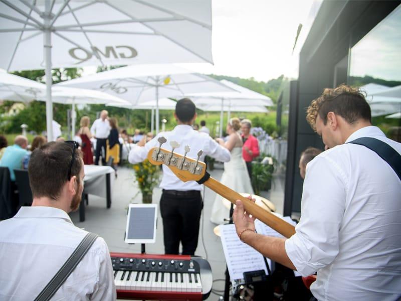 hochzeit-livemusik-dinner-tanz-party-sektempfang-hochzeitsfeier-hochzeitsparty-partyband-liveband